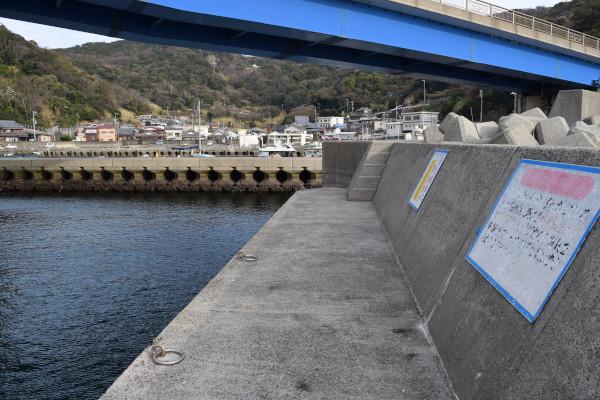 戸津井漁港内側の堤防