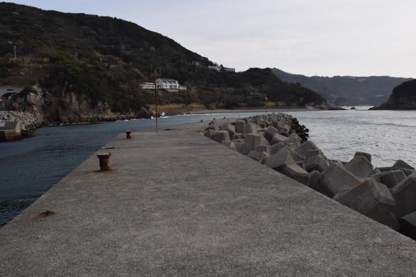 戸津井漁港外側の堤防