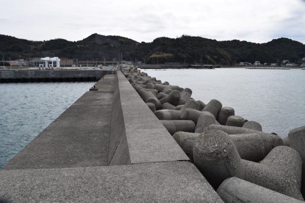 箕島漁港釣りポイント1根元方面