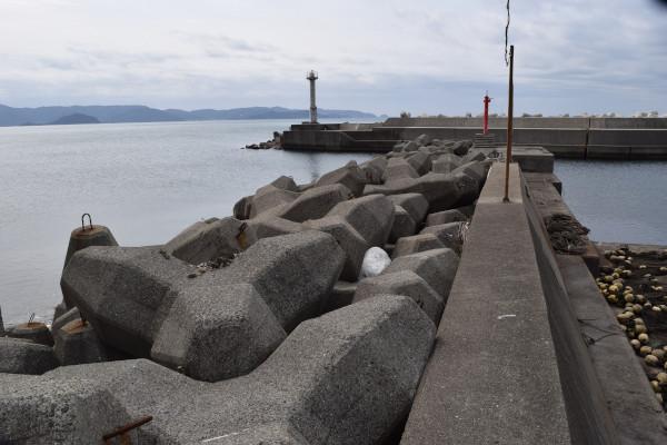 逢井漁港の内側の堤防