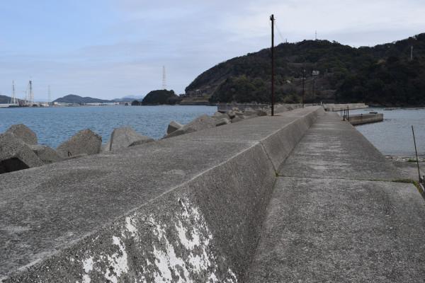 塩津漁港の外側の堤防
