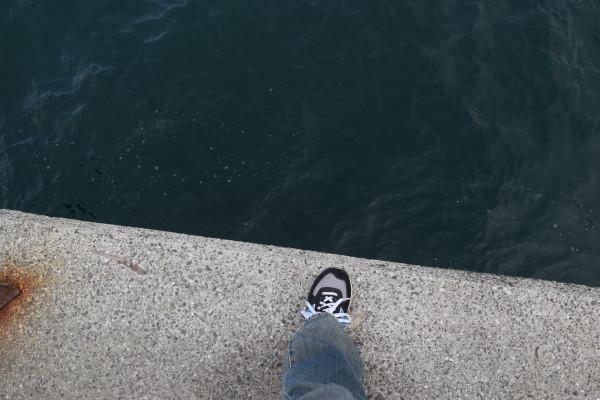 塩津漁港外側先端の足元