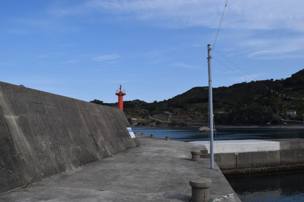 栖原漁港の堤防電線