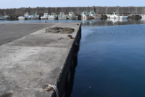 田村漁港駐車スペース傍の釣りポイント