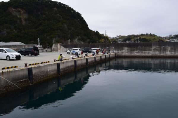 雑賀崎漁港内側の堤防