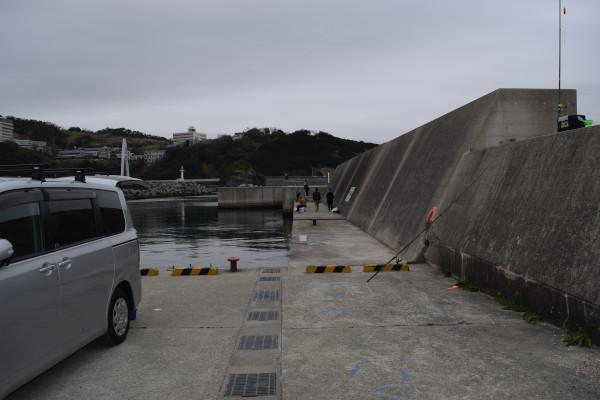 雑賀崎漁港外側の堤防